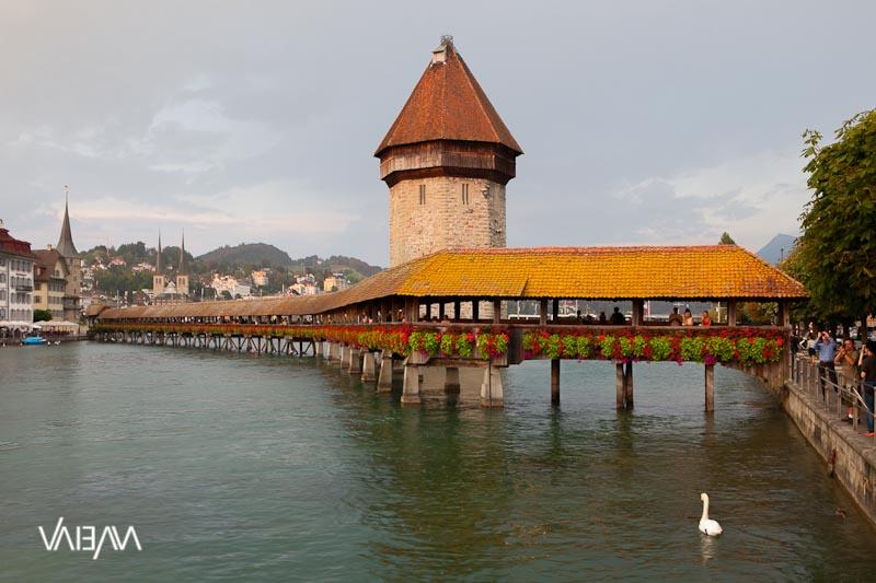 Chapel Bridge Lucerne 01